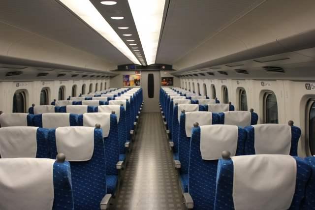 新幹線の車内座席の様子